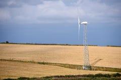 Silnik wiatrowy na polu Fotografia Royalty Free