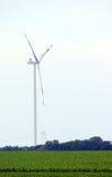 Silnik wiatrowy na soya fasoli polu Obrazy Stock