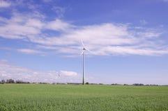 Silnik wiatrowy otaczający naturą Fotografia Stock