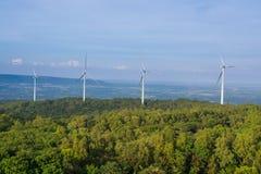 Silnik Wiatrowy władzy generator w WindPower polu Zdjęcia Stock