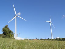 Silnik wiatrowy w wsi Obraz Royalty Free