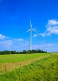 Silnik wiatrowy, wiejski krajobraz Zdjęcia Royalty Free