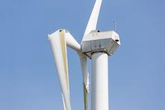 Silnik wiatrowy z łamanymi skrzydłami po ciężkiej burzy w holandiach Fotografia Royalty Free