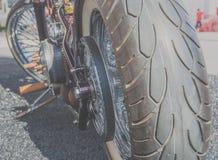 Silnika i dużego koła motocykl Obrazy Royalty Free
