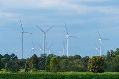 Silnika Wiatrowego gospodarstwo rolne, Wiatrowej energii pojęcie Zdjęcia Stock