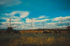 Silnika Wiatrowego gospodarstwo rolne, Wiatrowej energii pojęcie Zdjęcie Stock
