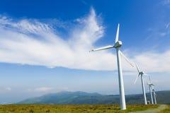 Silniki wiatrowi na wiatrowym gospodarstwie rolnym w Galicia, Hiszpania Obraz Stock