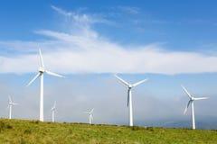 Silniki wiatrowi na wiatrowym gospodarstwie rolnym w Galicia, Hiszpania Zdjęcie Royalty Free