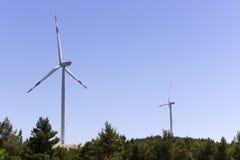 Silniki wiatrowi wytwarza odnawialną wiatrową energię Fotografia Stock