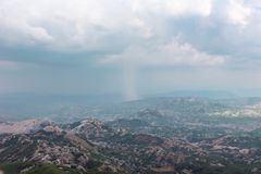 Silny deszcz w górze w Montenegro obraz royalty free