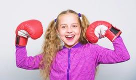 Silny dziecko boks Sporta i zdrowie pojęcie Bokserski sport dla kobiety Sporta wychowanie Umiejętność pomyślny lider obrazy royalty free