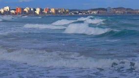 Silny jesień wiatr w miasteczku w hiszpańszczyznach Costa Brava Palamos zbiory