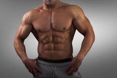 Silny Sportowy mężczyzna sprawności fizycznej tryb