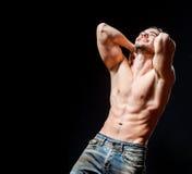 Silny sportowy mięśniowy mężczyzna Emocjonalny męski portret Obraz Royalty Free