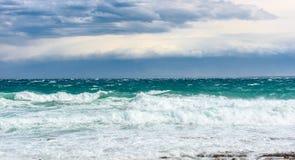 Silny wiatr, morze fala plaża i wybrzeże, lub Obrazy Stock