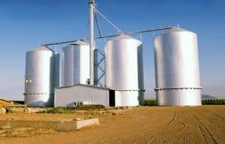 Silo de grão na exploração agrícola em Gilbrt, AZ fotografia de stock