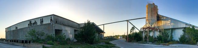 Silo di cemento di abbandono a Port Royal, Carolina del Sud immagine stock