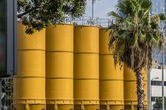 Silo di cemento giallo Fotografia Stock