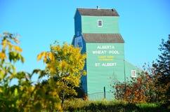 Silo di grano, bordo della ferrovia, Canada occidentale fotografie stock