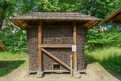 Silo di grano tradizionale a Targu Neamt Fotografia Stock Libera da Diritti