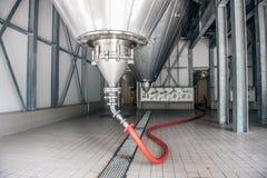 Silo an einer Fabrik Lizenzfreies Stockfoto