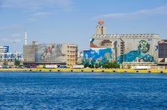 Silo en droogdokkengebouwen met het muurschilderij Royalty-vrije Stock Foto