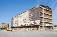 Silo en droogdokkengebouwen met het muurschilderij Royalty-vrije Stock Afbeelding