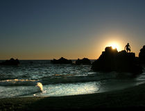 Silohuette sur le coucher du soleil Image libre de droits
