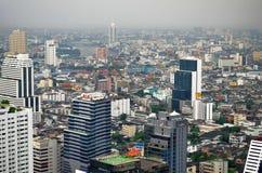 Silom、唐人街和昭拍耶河从上面在曼谷 免版税库存照片