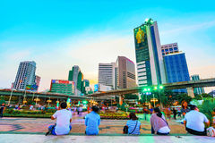 Silom财政区建筑学在晚上 图库摄影