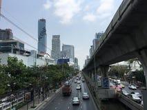 Silom väg i Bangkok Arkivbilder