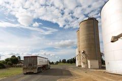 Silos de grain en acier Photographie stock libre de droits