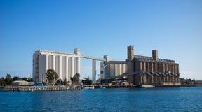 Silos de grano en Pirie portuario Foto de archivo libre de regalías