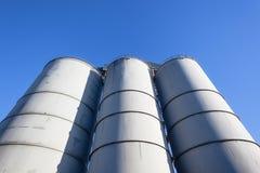 Silos del cereale di agricoltura blu Immagine Stock Libera da Diritti