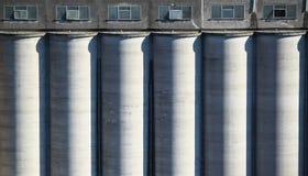 Silos di cemento dei cereali Fotografie Stock Libere da Diritti