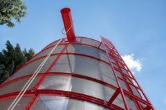Silos di stoccaggio del grano Carri armati galvanizzati per grano Fotografia Stock