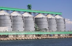 Silos do porto foto de stock royalty free