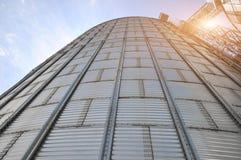 silos moderno per la conservazione del raccolto di grano Fotografia Stock Libera da Diritti