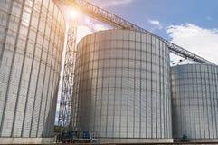 silos moderno per la conservazione del raccolto di grano Immagini Stock Libere da Diritti