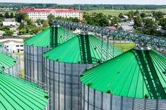 Silos per stoccaggio di grano, primo piano del tetto del silo Magazzino di grano e di altri cereali Fotografia Stock