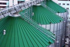 Silos per stoccaggio di grano, primo piano del tetto del silo Magazzino di grano e di altri cereali Fotografie Stock