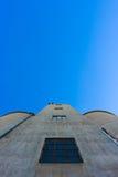 Silos sur le ciel bleu 3 Photos stock