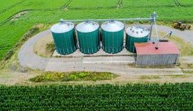 Silos in un campo per la conservazione del grano, vista aerea Fotografia Stock Libera da Diritti