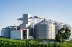 Silos und moderne Mühle Lizenzfreies Stockbild