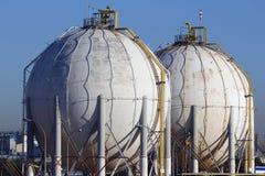 Silos y los tanques esféricos Foto de archivo