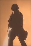 Silouette dell'ufficiale dello SCHIAFFO nella nebbia Immagini Stock