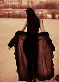 Silouette di seppia di giovane donna con il velare Immagini Stock Libere da Diritti