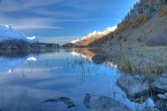 在sils小的瑞士附近的湖 免版税库存照片