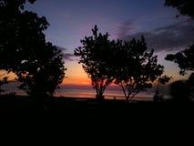 Siluet dans le coucher du soleil Photos libres de droits