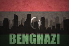 Silueta abstracta de la ciudad con el texto Bengasi en la bandera del libio del vintage fotos de archivo